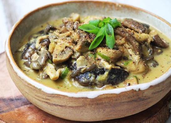 Variações de cogumelos com molho mostarda