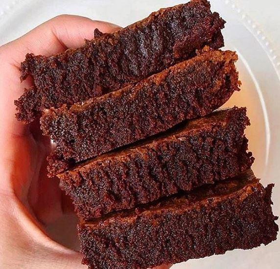 Brownie de tahine e açúcar de coco